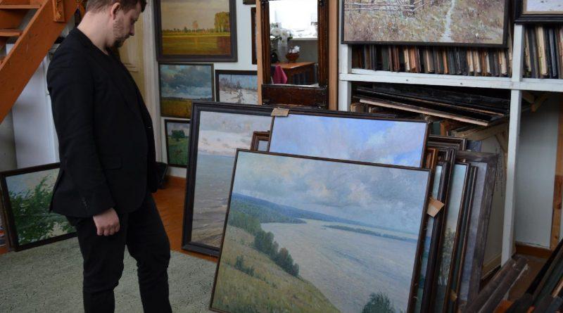 Передача Картин музею
